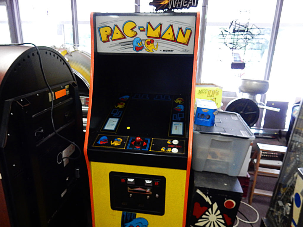 New England Jukebox and Collectibles - Vernon Vintage Vinyl - Pac Man machine